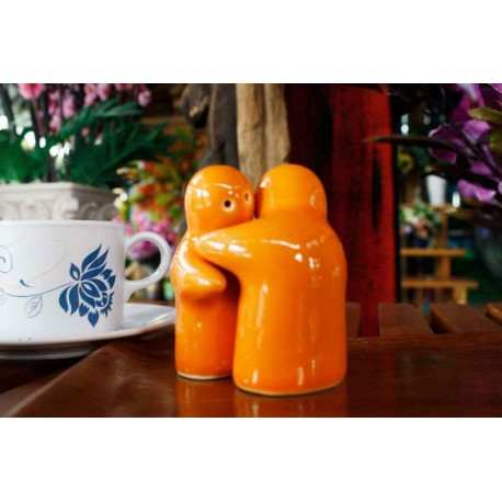 Hugging people orange salt and pepper shakers redwing - Hugging salt and pepper shakers ...